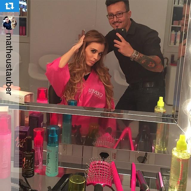 #Repost @matheustauber ・・・✨Hoje #NaBancada com #FernandaSalvi @cabelos_lindos conhecendo as novidades da @cadiveu e curtindo os produtos que já amamos ?? #Cadiveu #CabelosLindos #MatheusTauber #FernandaSalvi #TôNaHairBrasil