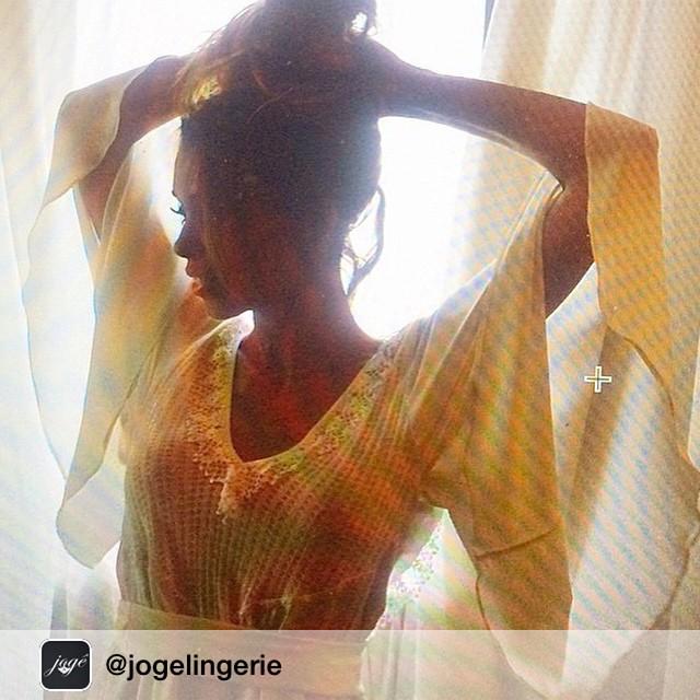 Amei ??? Repost from @jogelingerie : A linda Fernanda Salvi do @cabelos_lindos , usou babylook retrô Jogê para sessão de fotos do seu blog. Amamos o resultado ❤️ querida Fer agradecemos por autorizar a publicação. Aproveitamos para indicar o www.cabeloslindos.com.br , que além de ter dicas incríveis e necessárias , tem uma estética gráfica super linda. Vale a visita! #joge  #dica #hair #beleza #cabelos